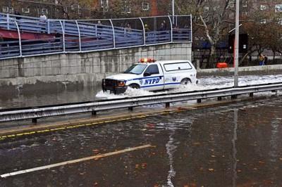 Hurricane_Sandy_NYPD_FDR_Flood_2012_2